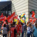 UGT Canarias se concentra contra la apertura dominical de los comercios