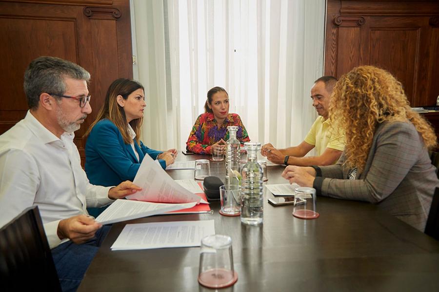 Encuentro institucional de UGT con el Director General de Comercio del Gobierno de Canarias y la Alcaldesa de Santa Cruz de Tenerife